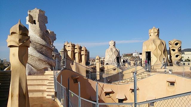 カサ・ミラやカサ・バトリョ、グエル邸など、バルセロナ市内のガウディ建築物を徒歩で巡って~バルセロナ・ドバイ旅行記4~
