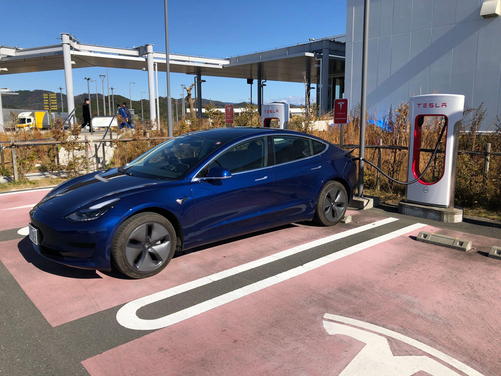 テスラモデル3の充電方法や電費についてのまとめ。ガソリン車の燃費との比較もしてみたよ