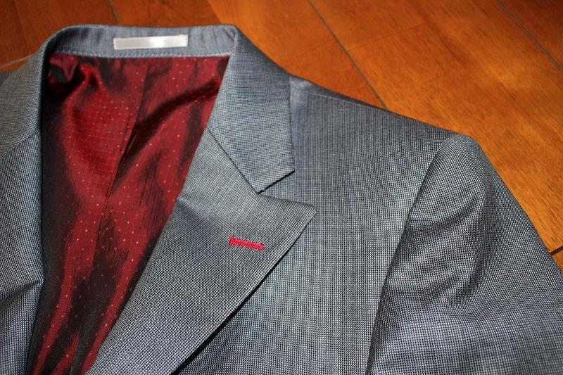 そういえばイージーオーダースーツが届いてました、スーツってサイズぴったりだと格好良く見えるよね