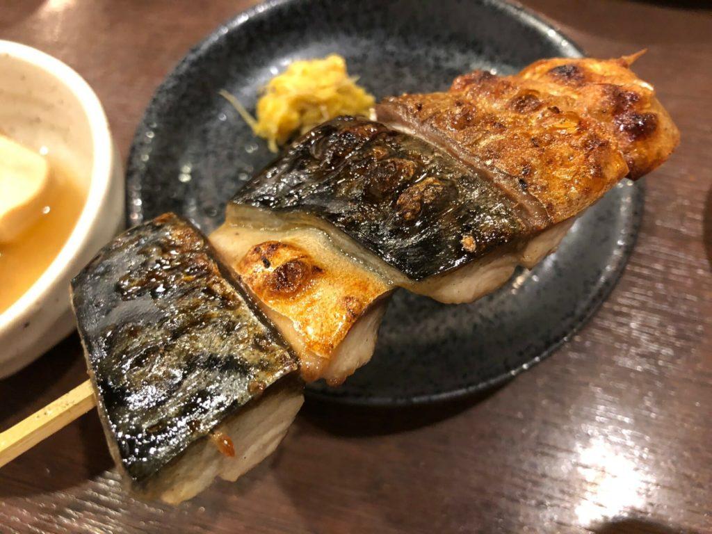 鯖好きは北千住「炭火焼ごっつり」に集え!名物のサバ串焼きが悶絶するレベルで旨い