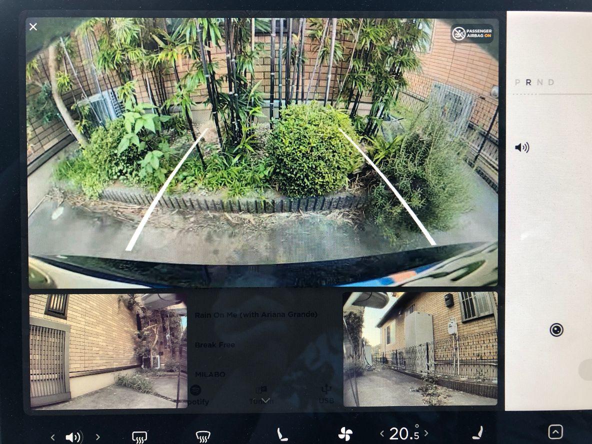 テスラモデル3のアップデートでバックカメラの画面が3つになった結果、情報量多くなって大変な話